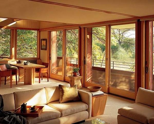 Современные окна в частном доме